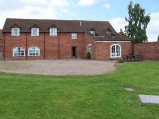 HUNTERS MOON, en-suite facilities, woodburning stove, WiFi, enclosed garden, Ref 911712 - Worcestershire vacation rentals