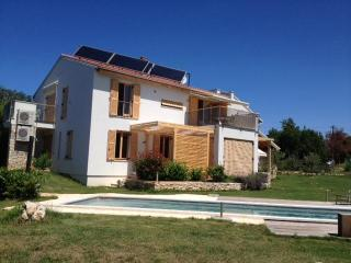Casa Bamboo - apartment with the pool /no.3/ - Medulin vacation rentals