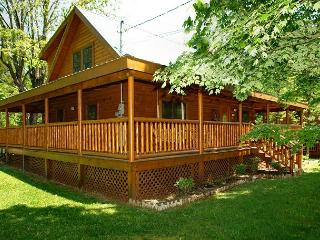 Pigeon Forge cabin near downtown 3BR Trouthouse - Sevierville vacation rentals