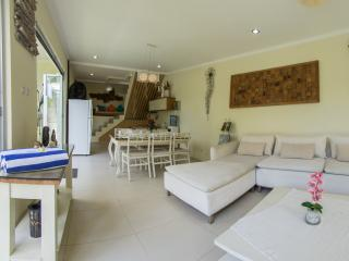Beautiful 4 bedroom villa in the middle of Seminyak! - Jimbaran vacation rentals