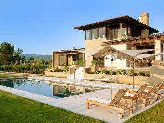 State-of-the-art Vineyard Heaven with pool, jacuzzi, fire pit, bocce court & majestic views - California Wine Country vacation rentals
