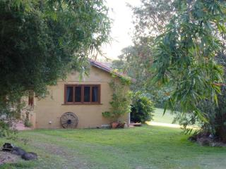 Alfie's, sweet hinterland escape (dogs welcome!) - World vacation rentals
