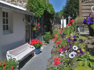 AU BON ACCUEIL B & B room for 3 - ensuite - Mont-St-Michel vacation rentals