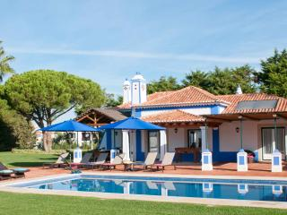 LUXURY 3 BEDROOM VILLA FOR 6 WITH PRIVATE POOLS IN OLHOS D'AGUA, ALBUFEIRA REF. 134542 - Albufeira vacation rentals