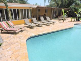 Wilton Manors 4/2 Waterfront Heated Pool for 12 2757 - Wilton Manors vacation rentals