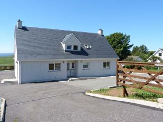 APARTMENT, all ground floor, woodburning stove, WiFi, patio with furniture, Ref 913145 - The Hebrides vacation rentals