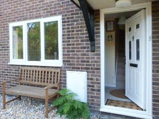 THE SAND DUNES, close to beach, off road parking, pebble garden, in Camber, Ref 914281 - East Sussex vacation rentals