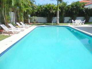 Stunning Walk to Beach 5/5 Pool Aventura Area 399 - Sunny Isles Beach vacation rentals