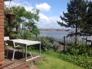 Luxury Riverfront Apartment, Liverpool Views - Wirral vacation rentals