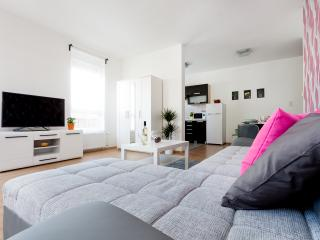 Grand Penthouse 3BR - Wifi/Balcony - 2 - Budapest & Central Danube Region vacation rentals