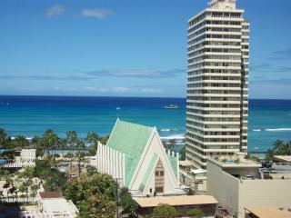 Banyan Whitewater View Large Corner Condo $130+ - Waikiki vacation rentals