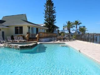 Spectacular Bay Views from Every Angle at Sea Spirit -  Sea Spirit - Fort Myers Beach vacation rentals