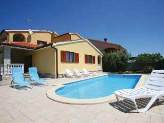 Villa ~ Levante, Fazana, max.13 guests,500m beach - Fazana vacation rentals