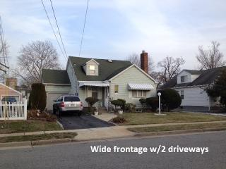 7 bedroom House near Hofstra University & Coliseum - Hempstead vacation rentals