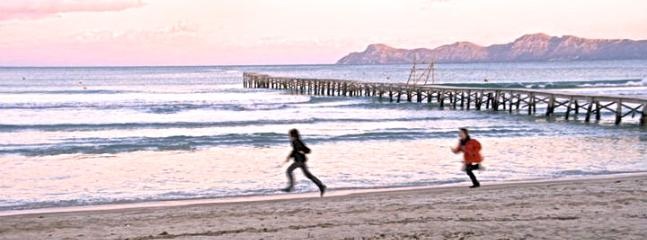 Strolling at sunset in winter - Brand New Modern Apartment 200 m from Beautiful Sandy Beach - Alcudia - rentals