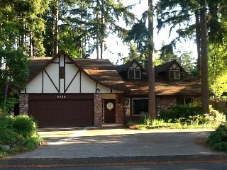 French Tudor, EASY WALK to 2015 US OPEN @ Chambers Bay, WA - University Place vacation rentals