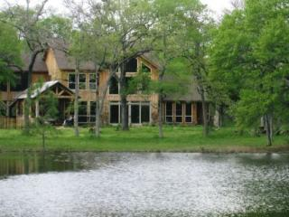 New Texas Lake Lodge with Spacious Outdoor Area - Bedias vacation rentals