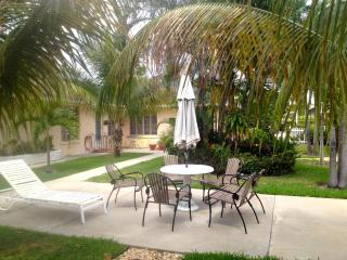 Hibiscus Hideaway - Small & Sweet - Walk to Beach - Lake Worth vacation rentals