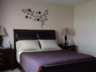 Spacious Queen Bed - Garden Room - Niagara-on-the-Lake - rentals