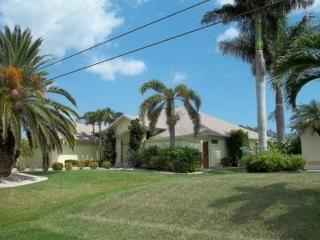 Dreams of Paradise – Boat Dock – 30+ Minutes to Open Waters - Cape Coral vacation rentals