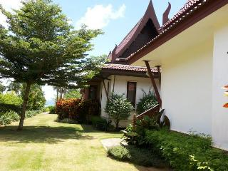 Lilly Bungalow with kitchen, near ocean & beach. - Trat Province vacation rentals