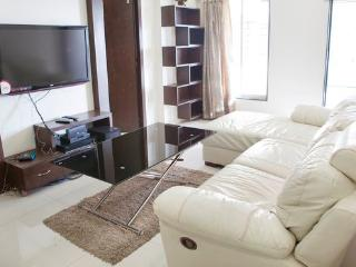 Upscale 2 Bedroom Apartment in Andheri West - Maharashtra vacation rentals