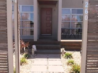 1ST CLASS Modern Accomodation - 3xBed,2xBath+Bath - Broken Hill vacation rentals