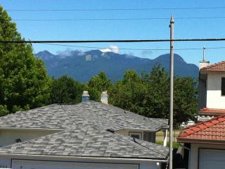 2 BDM Lovely House with parking included - Vancouver vacation rentals