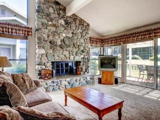 #15 ASPEN The Vacation Retreat! $185.00-$220.00 BASED ON FOUR PEOPLE OCCUPANCY AND NUMBER OF NIGHTS. (plus county tax, SDI, and  - Plumas County vacation rentals