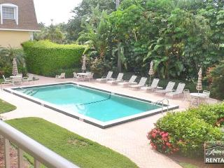 Spend your vacation at the best in Olde Naples and the beach - Naples vacation rentals