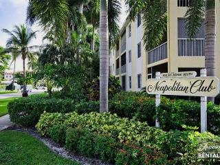 Beautiful first floor condo in the heart of Olde Naples - Pet Friendly! - Naples vacation rentals