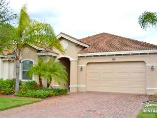 Spacious 3b/2b pool home with lake and full golf membership! - Naples vacation rentals