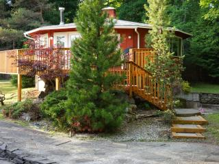 Bright & Cozy 2BR Only 1.5 Miles to Windham Mtn - Catskills vacation rentals