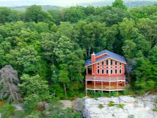 Stone Ledge Cabin, Lookout Mtn, Sleeps 7 - Chattanooga vacation rentals