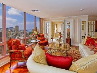 Spacious penthouse Waikiki Landmark #3504a with superb ocean view & amenities - Honolulu vacation rentals