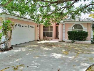 3 bedroom pool home in Berkshire Lakes with new tile - Naples vacation rentals
