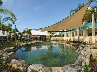 A SINGLE STOREY 2 BEDROOM VILLA FOR THE PRICE OF A BMW! - Port Douglas vacation rentals