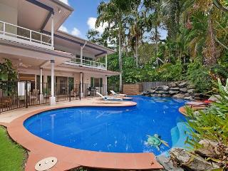 Spacious 6 bedroom house across from 4 Mile Beach - Port Douglas vacation rentals