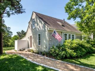 NEW FOR SUMMER 2014! COASTAL COTTAGE WITH EASY ACCESS TO TOWN AND BEACH - KAT LSIN-87 - Martha's Vineyard vacation rentals