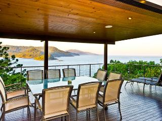 OCEAN FRONT LARGE HOUSE BLUE PEARL - Hamilton Island vacation rentals