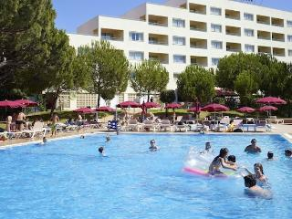 2 BEDROOM APARTMENT POOL VIEW FOR 5 IN A 4 STAR APARTHOTEL WITH 4 POOLS AND RESTAURANT – ALBUFEIRA - REF. ALP143244 - Olhos de Agua vacation rentals