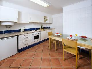 ALL INCLUSIVE - 2 BEDROOM APARTMENT IN A 4 STAR APARTHOTEL WITH 4 POOLS AND RESTAURANT - ALBUFEIRA - REF. ALP140293 - Albufeira vacation rentals