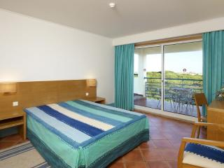 2 BEDROOM APARTMENT IN A 4 STAR APARTHOTEL WITH 4 POOLS AND RESTAURANT - ALBUFEIRA - REF. ALP140023 - Albufeira vacation rentals
