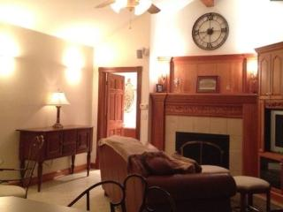 Private Guest House near Starved Rock State Park! - Ottawa vacation rentals