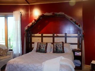 LAKE SIDE EXQUISITE ROOMS & GREAT ROOM. - Squaw Lake vacation rentals
