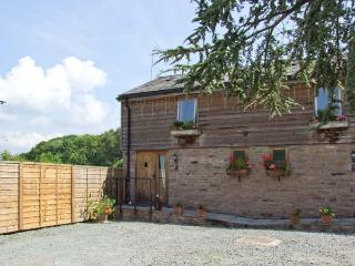 WOODLAND VIEW, pet-friendly, WiFi, shared hot tub, open plan living, cottage near Pembridge, Ref. 26401 - Herefordshire vacation rentals