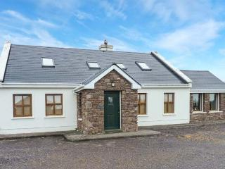 TUGH AN TOBAR, solid fuel stove, all en-suite bedrooms, beautiful views, delightful cottage near Dingle, Ref. 913435 - County Kerry vacation rentals
