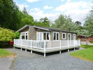 GRASMERE 5, WiFi, decked patio with furniture, use of indoor pool, sauna and gym, Ref 914318 - Lake District vacation rentals