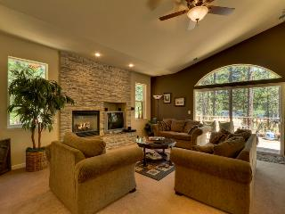 Modern Tahoe mountain home with hot tub, gas grill, close to Heavenly - Tahoe Jazz - Lake Tahoe vacation rentals