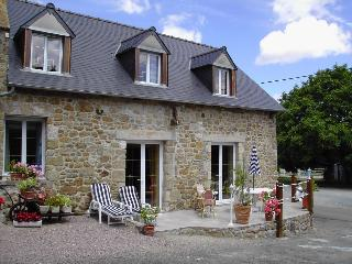 In the hearth of Trégon, a beautiful stone house, 500 meters from the sea - Brittany vacation rentals